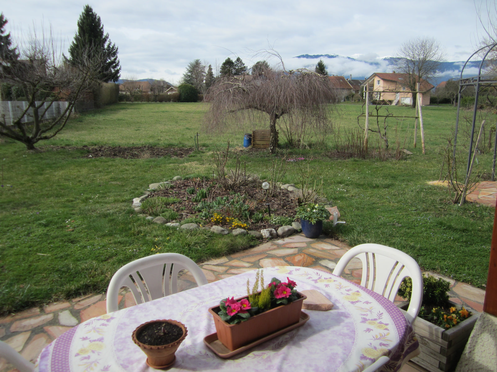 EXCLUSIVITE VIRY dans le charmant petit hameau de Malagny agréable maison mitoyenne...