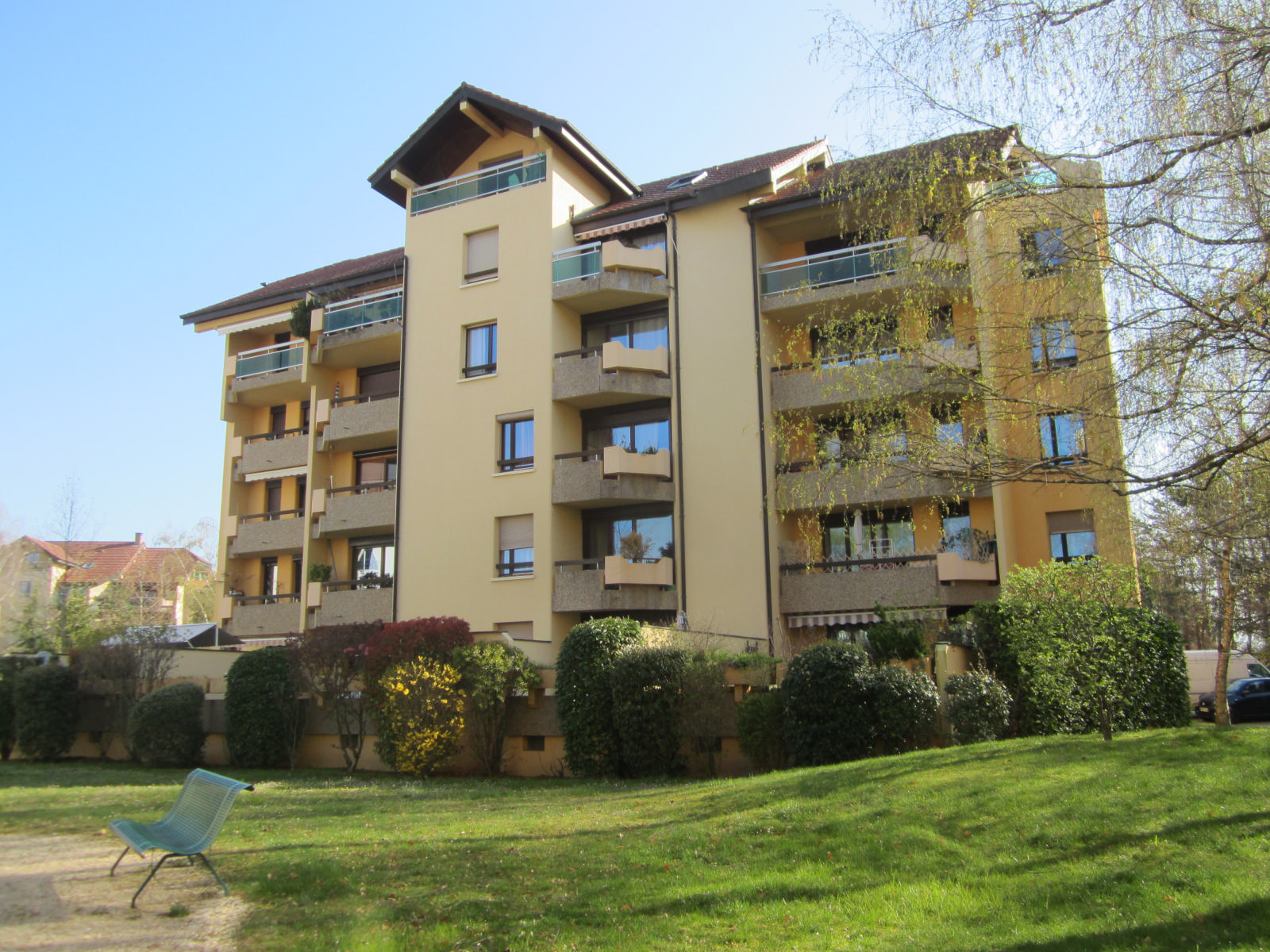 """EXCLUSIVITE St Julien-en-Genevois Appartement de 30 m² avec terrasse de 27 m² dans résidence de standing """"Les cyclades I""""...SOUS COMPROMIS"""