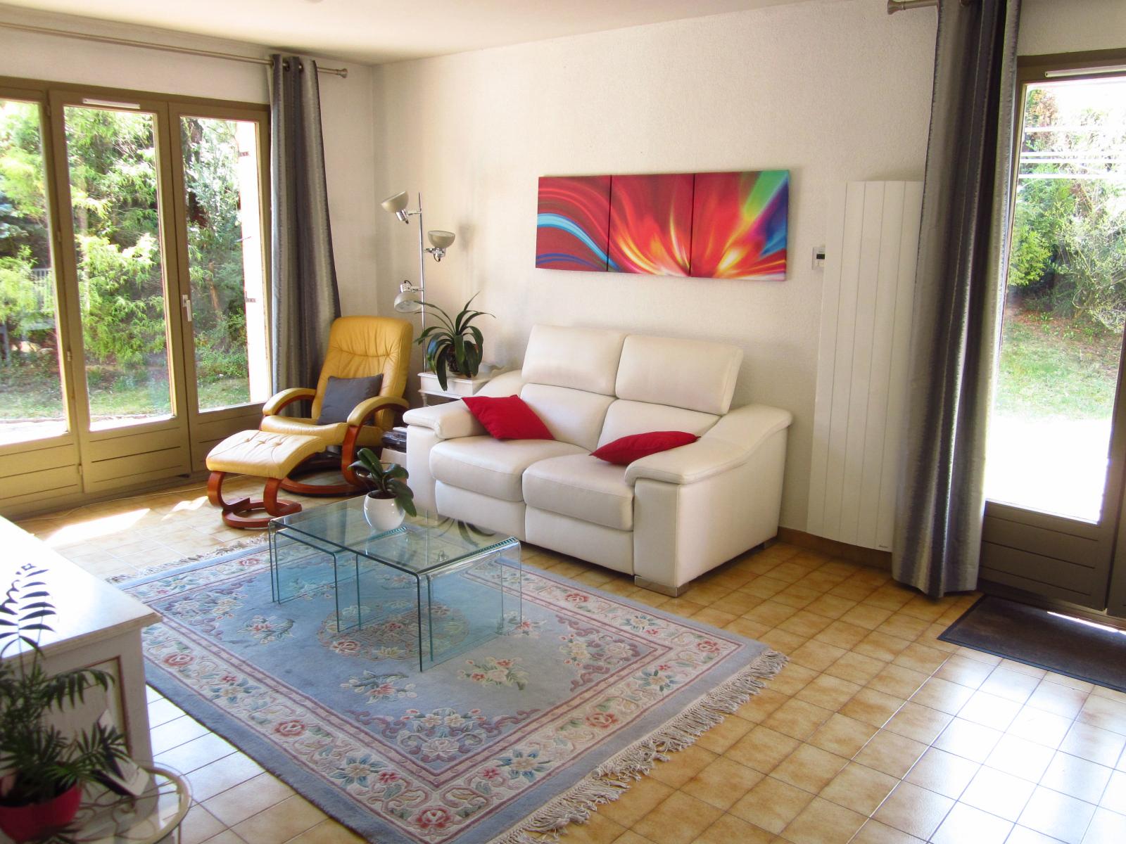 EXCLUSIVITE St Julien-en-Genevois Maison mitoyenne d'un côté idéalement située...SOUS COMPROMIS