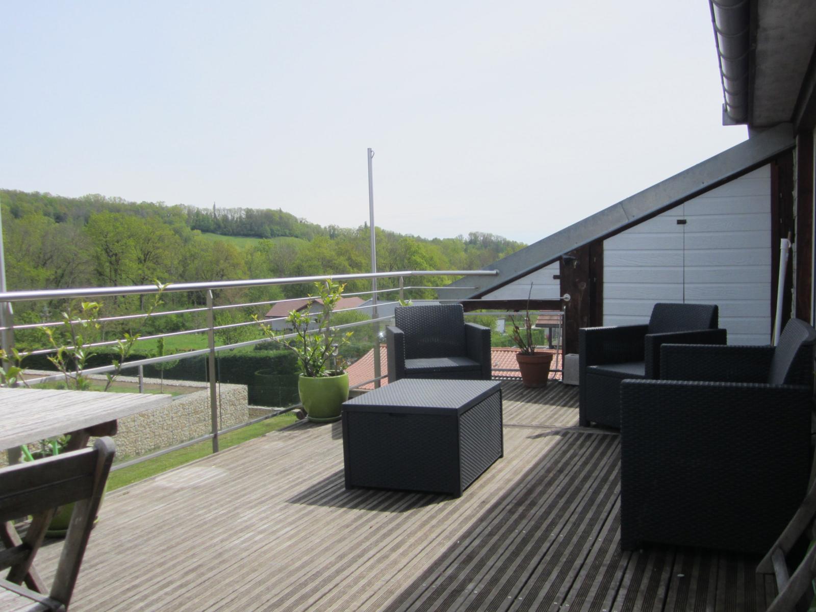 EXCLUSIVITE campagne de Minzier, 8 km de Viry et 14 km de St Julien-en-Genevois, Appartement T3 dernier étage avec grande terrasse et vue pano...
