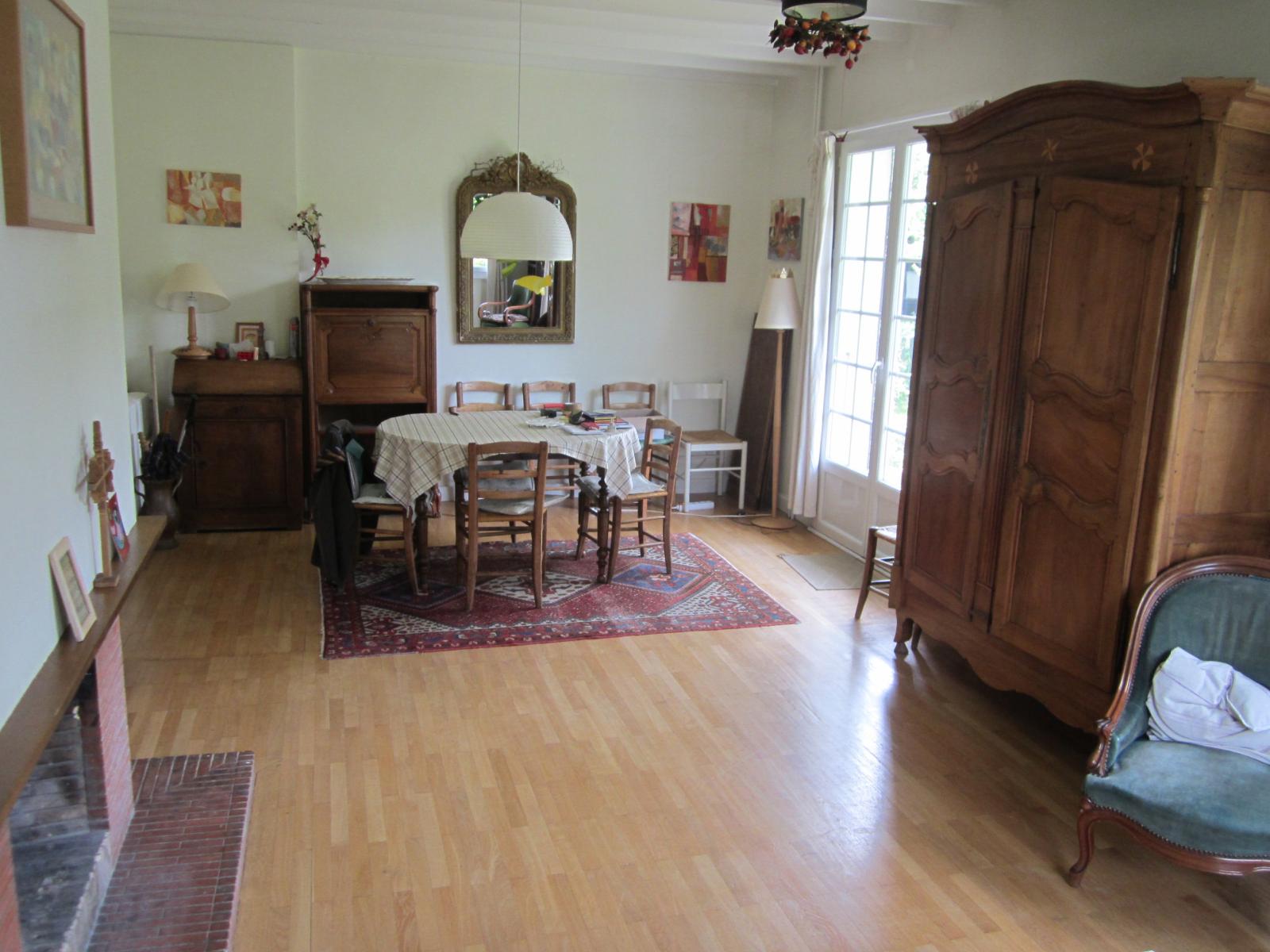 EXCLUSIVITE St Julien-en-Genevois centre ville, agréable maison dans un écrin de verdure... VENDU PAR LE CABINET